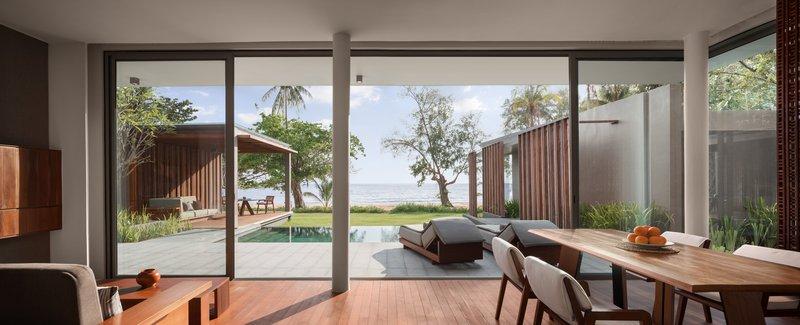 1 Bedroom Beach Front Living