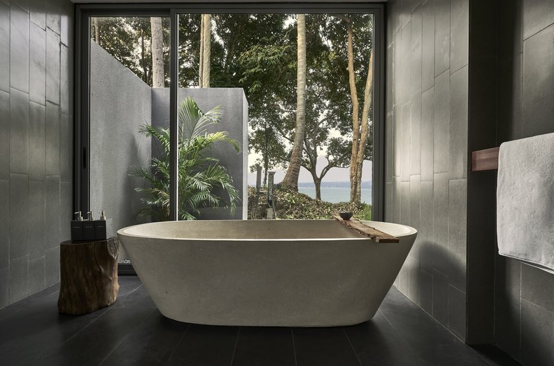 1 Bedroom Double View Bathtub