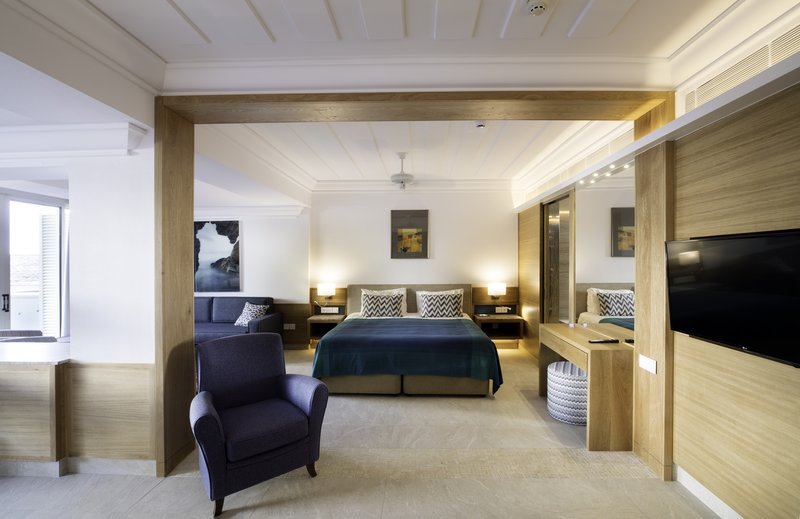 One Bedroom Suite Inland View