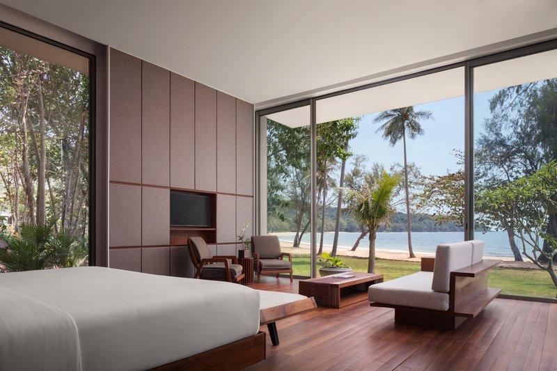 4 Bedroom Beach Front Master Bedroom