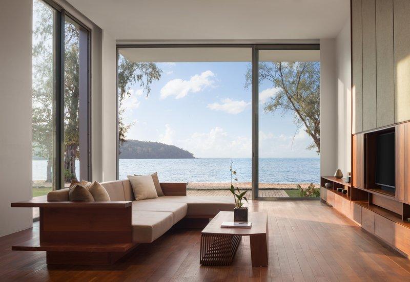 4 Bedroom Beach Front Living