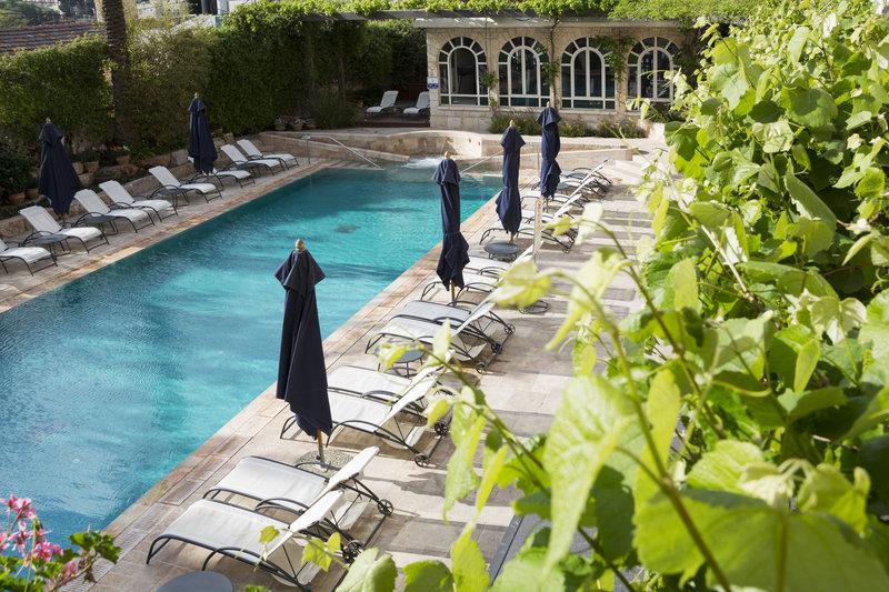 Outdoor Seasonal Swimming Pool