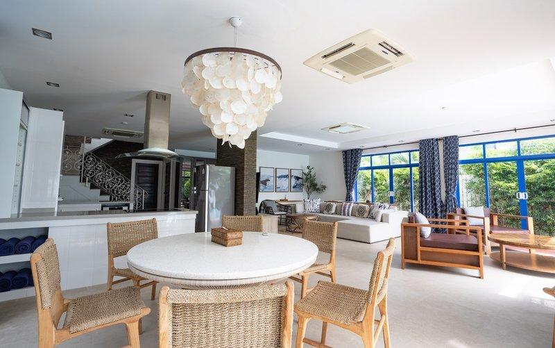 4BR Villa Dining Area