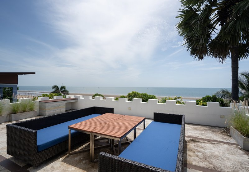 4BR Villa Terrace