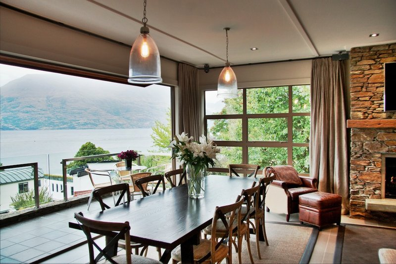 The Residence - Lakeside Dining