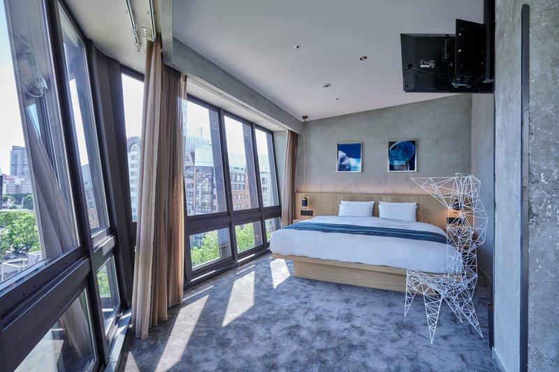 Park Corner Suite