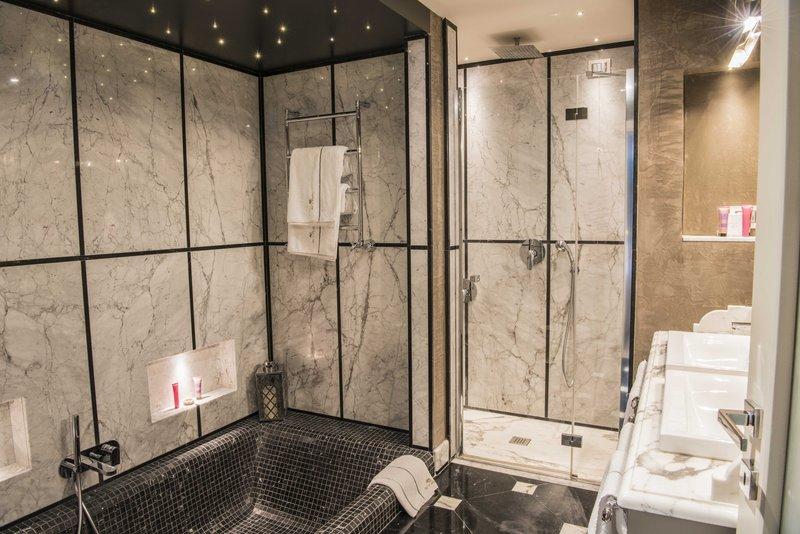 Suite Garden Luxury Bathroom