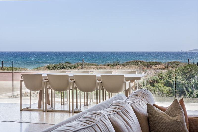 4 Bedroom Luxury Beach House Lounge