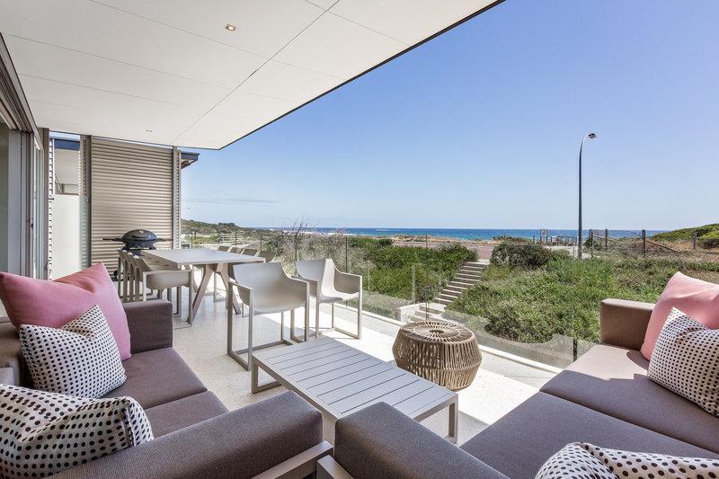 4 Bedroom Luxury Beach House Balcony