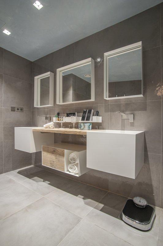 Villa Apollonia - King Bedroom Bathroom