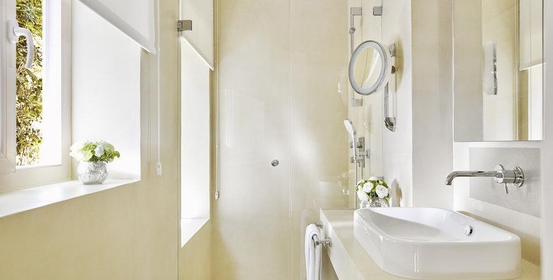 Nobu Villa Bathroom
