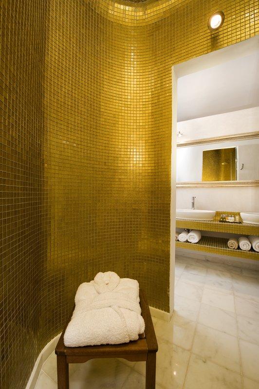 Grand Suite Bathroom