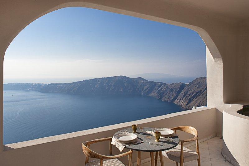 Superior Suite Private Veranda - Dining Area & Caldera View