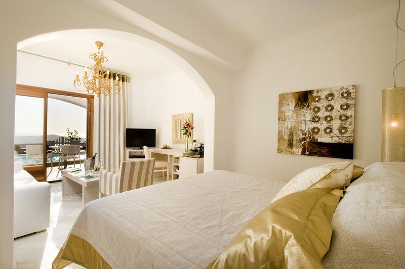Deluxe Suite Open Plan Bedroom - King-Size Bed