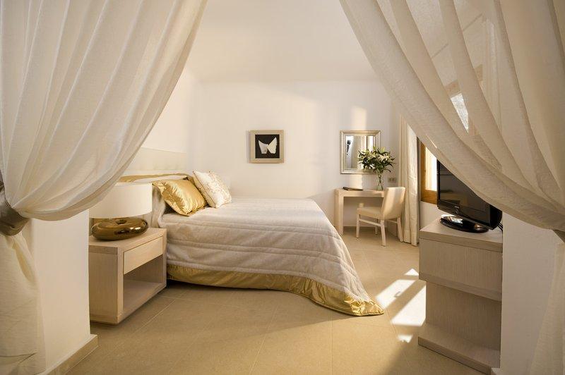 Junior Suite Bedroom - King-Size Bed