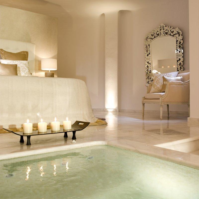 Grand Suite Indoor Jacuzzi