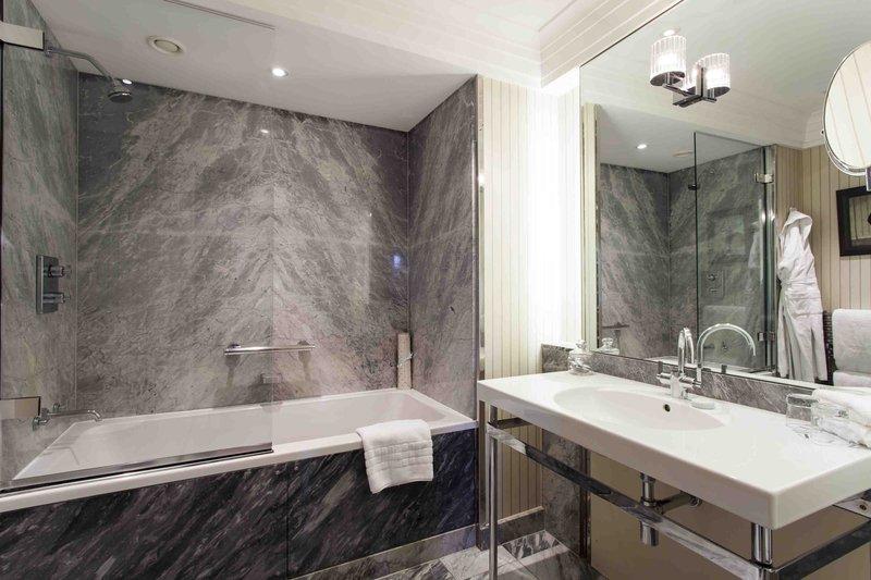Townhouse Junior Suite - Bathroom