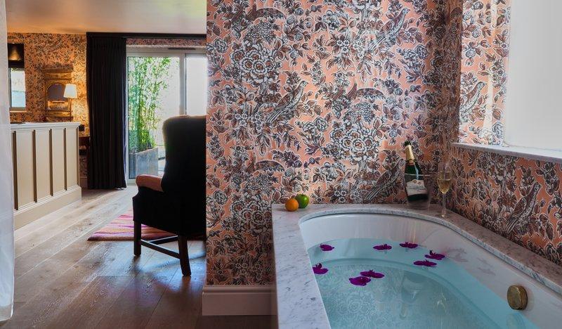 Mews Hot Tub Suite