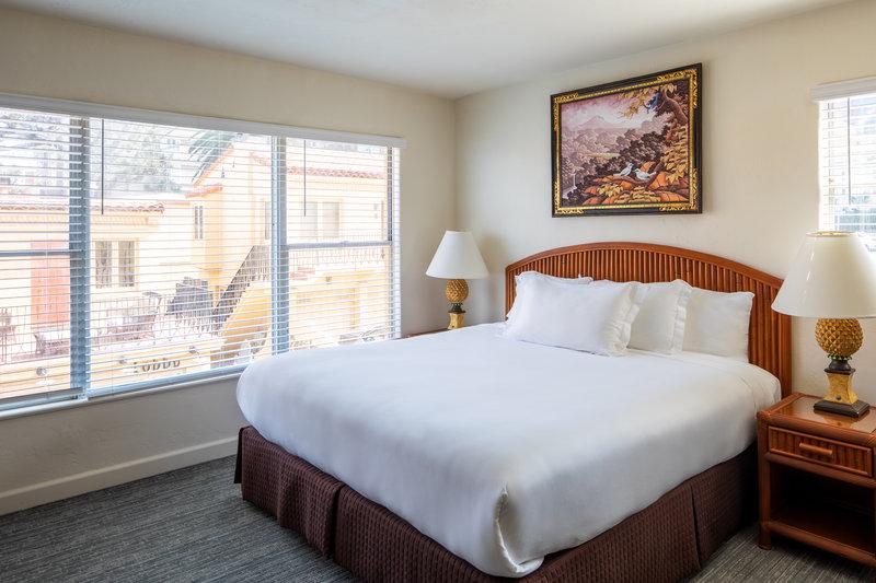 One bedroom queen - partial ocean view - PSQ