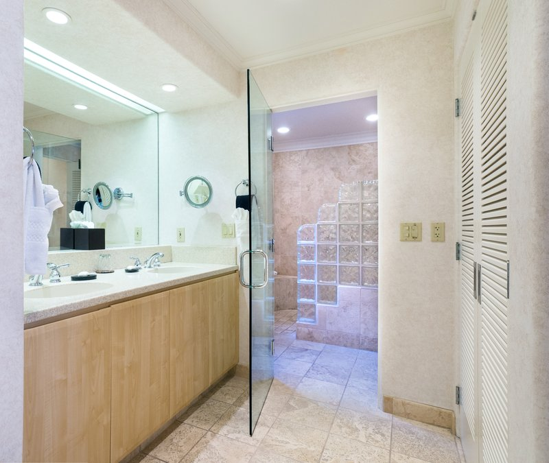 One bedroom partial ocean view - bathroom - KPV
