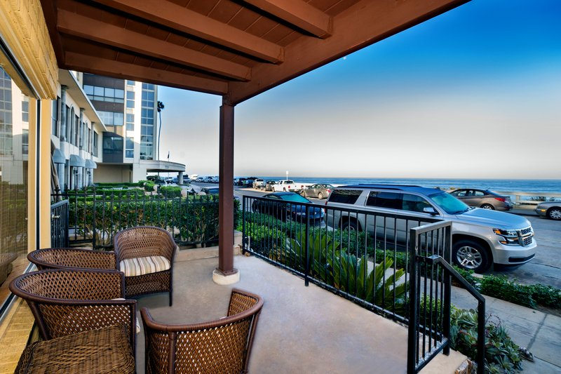 Two bedroom ocean view suite - balcony - O2Q