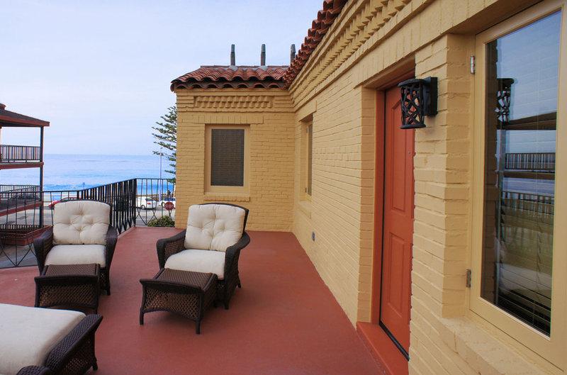 One bedroom partial ocean view - balcony - PK2