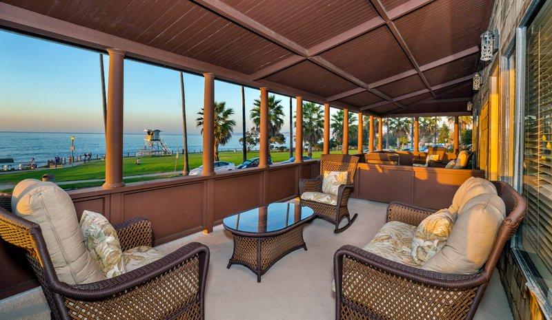 One bedroom ocean view - balcony - OQ2