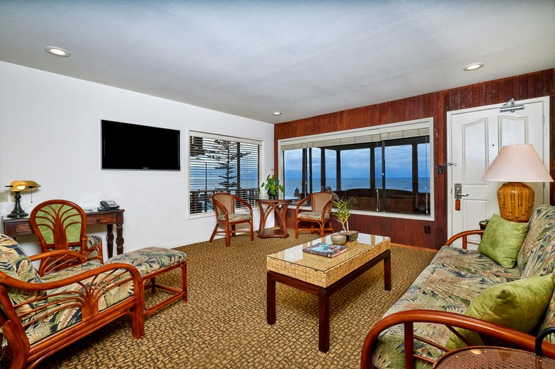 One bedroom ocean view - living room - OQ2