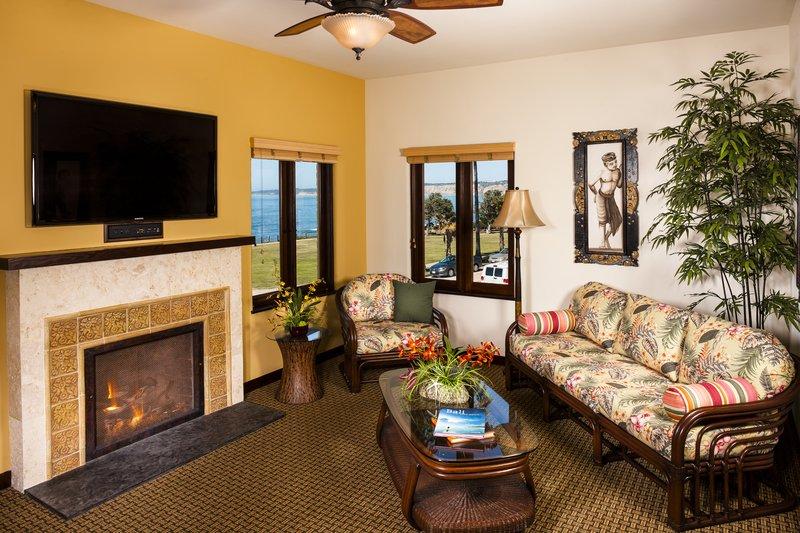 Two bedroom ocean view - living room - KQ2
