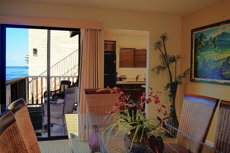 Three bedroom ocean view - dining room - P3B