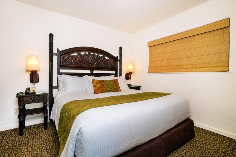 One bedroom ocean view - bedroom - QOV
