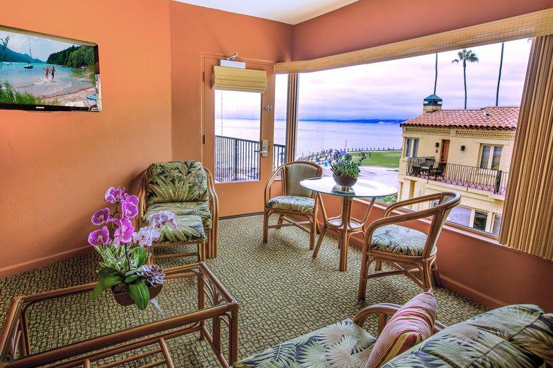 One bedroom ocean view - living area - QOV