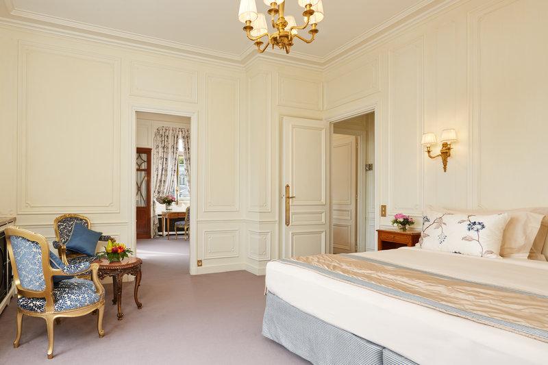 Suite Tour Eiffel Bedroom