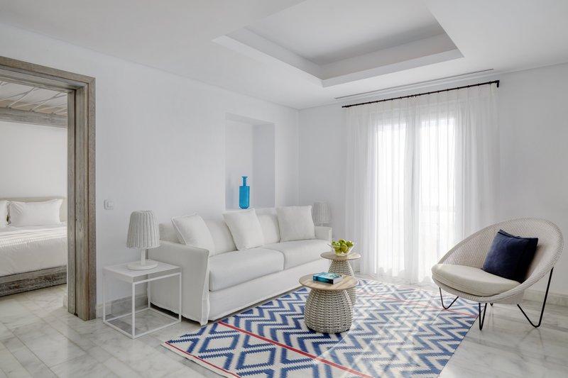 Laveer 1 Bedroom Pool Suite living room