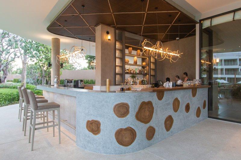 WOODS Kitchen & Bar