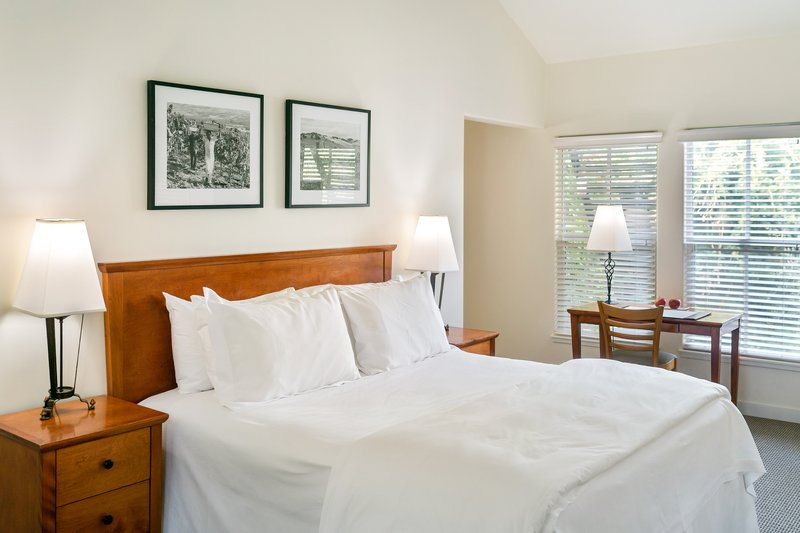 Southbridge Suite Bedroom Desk