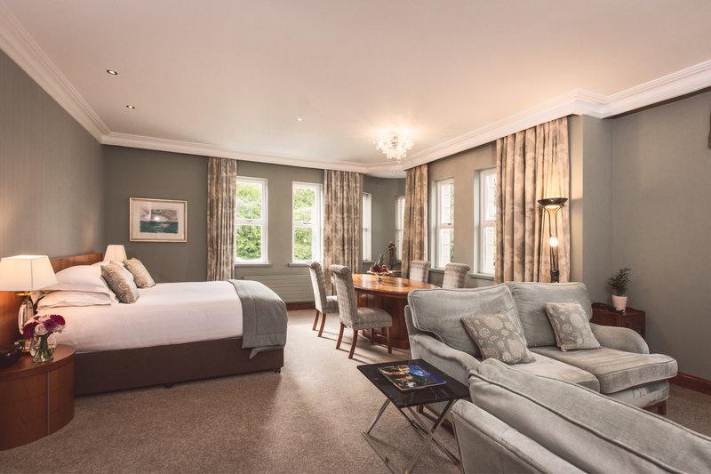 Estate Suite Bedroom & Lounge