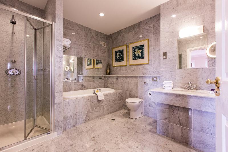 Estate Suite Bathroom