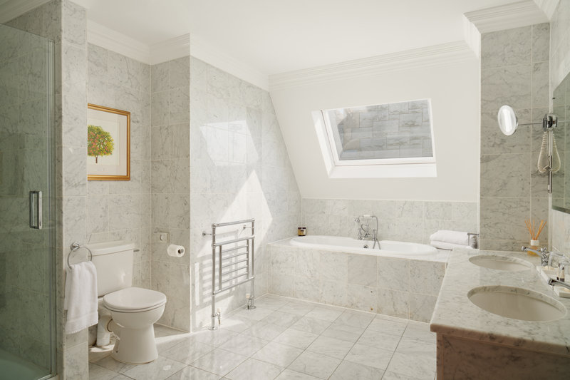 Estate Room Bathroom