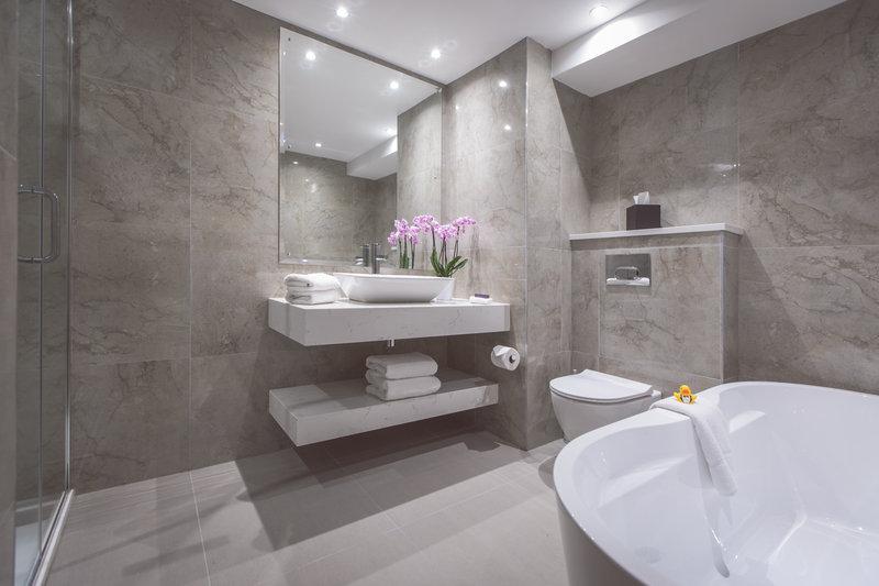 Deluxe Lough View Bathroom