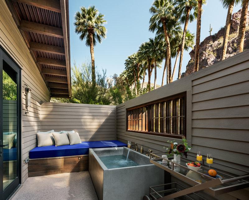 Spring Bungalow Outdoor Bath Tub