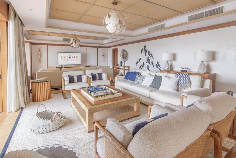 Royal Suite Ocean View with Pool - Living Room