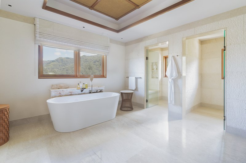Royal Suite Ocean View - Bathroom