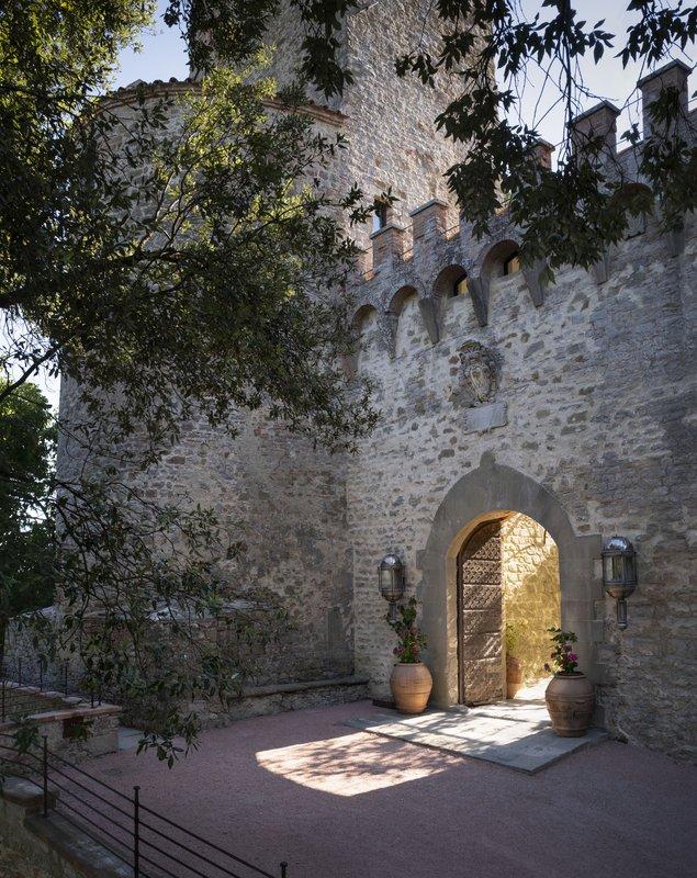 Hotel Castello Di Reschio Entrance