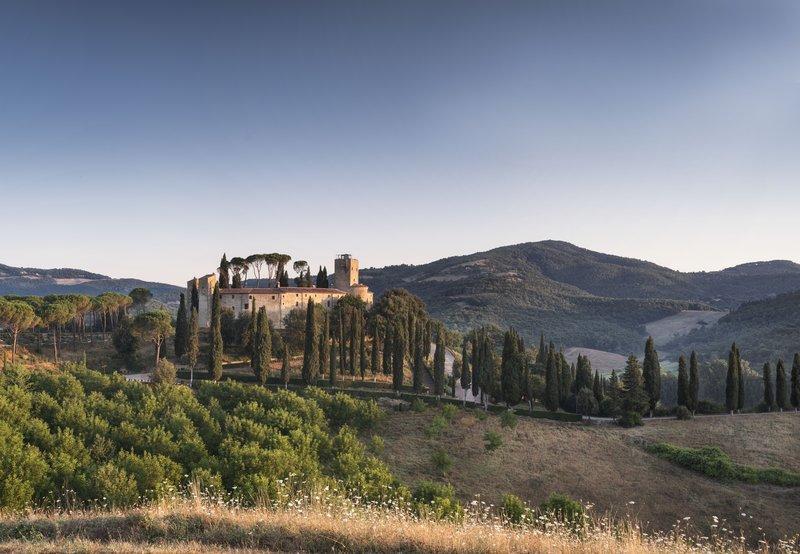 Hotel Castello Di Reschio Summer View