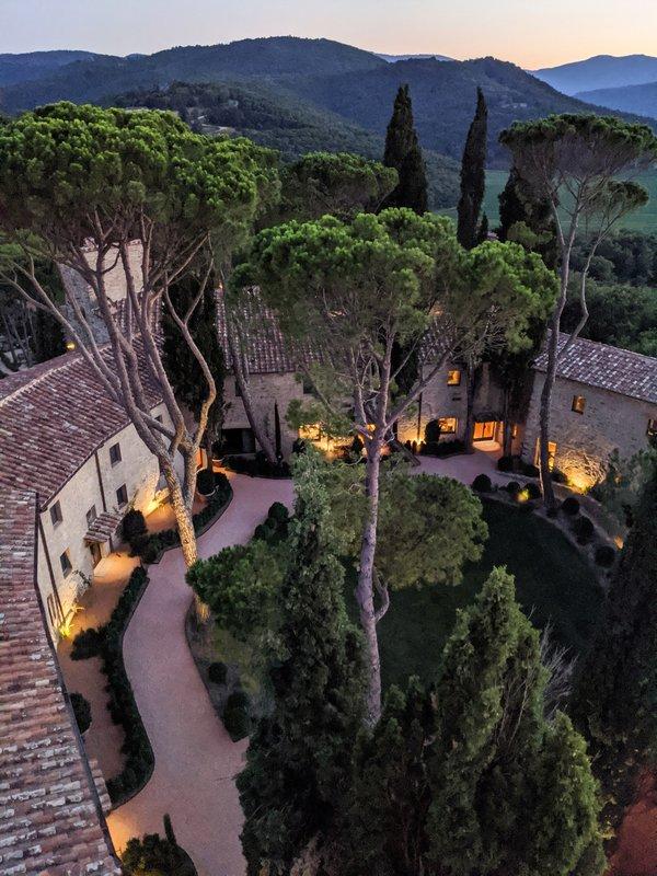 Hotel Castello Di Reschio The Courtyard