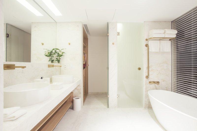 Ocean Emiliano Suite Bathroom