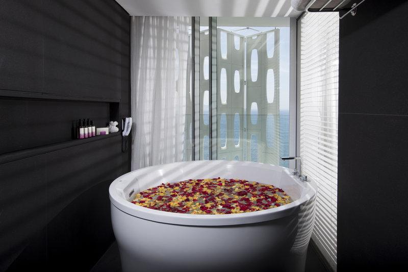 Ocean Spa Suite Bathroom