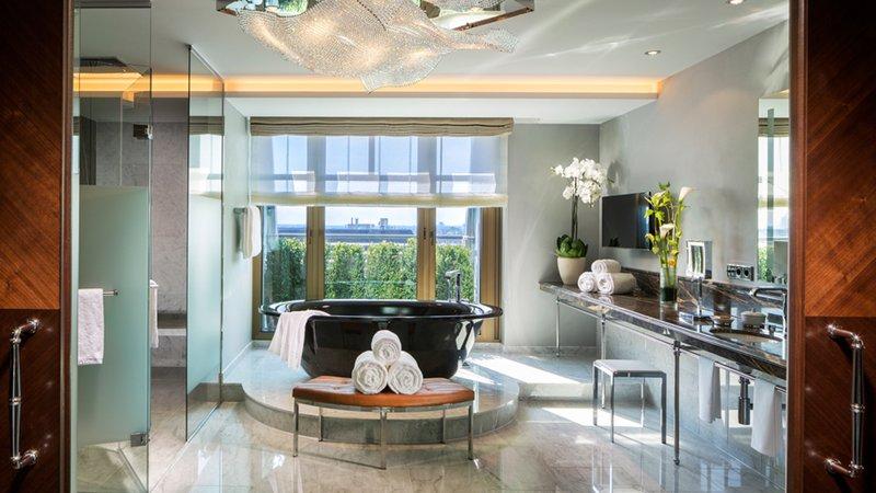 Royal Suite Bathroom Breidenbacher Hof