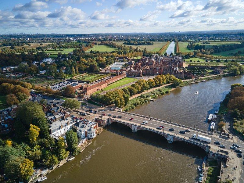 Hotel And Hampton Court Palace